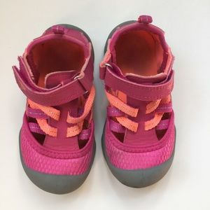 ⭐️3/$25 Sale Toddler girls size 7 outdoor shoe
